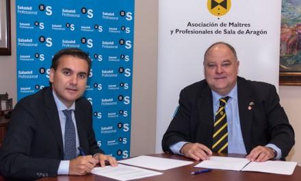 Firma de los convenios de colaboración de Maîtres y Barmans de Aragón con Banco Sabadell
